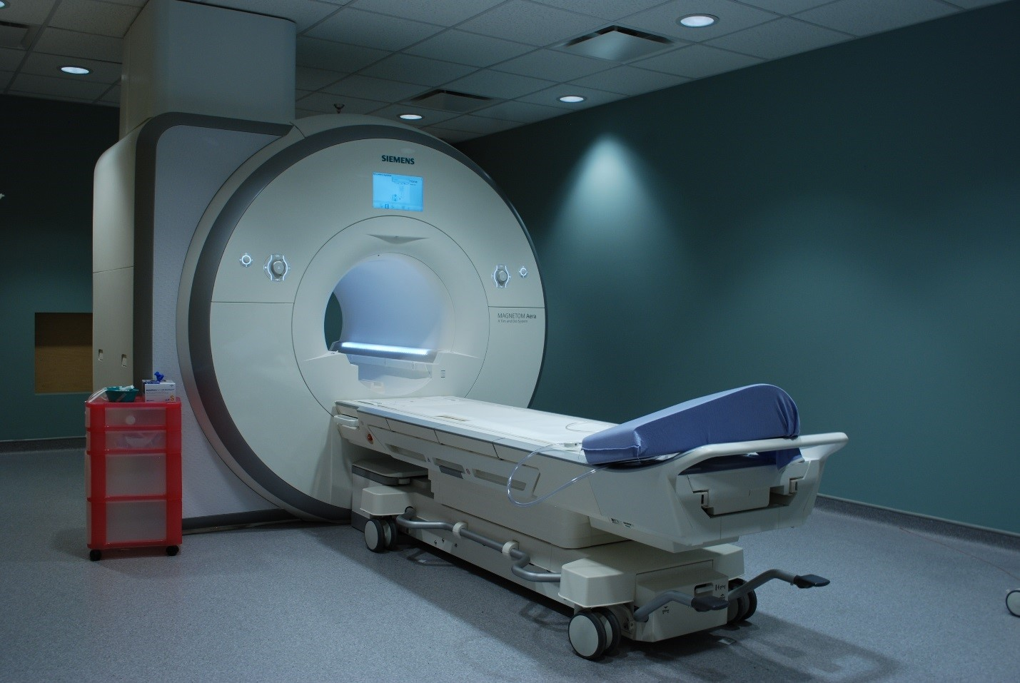 mri machine An mri scan is the best way to see inside the human body see what happens during an mri scan and learn about mri images and mri safety.